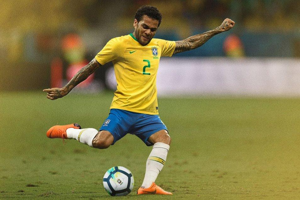 95c2b41cb9 La Confederación Brasileña de Fútbol (CBF) y divulgó este martes el  uniforme que la
